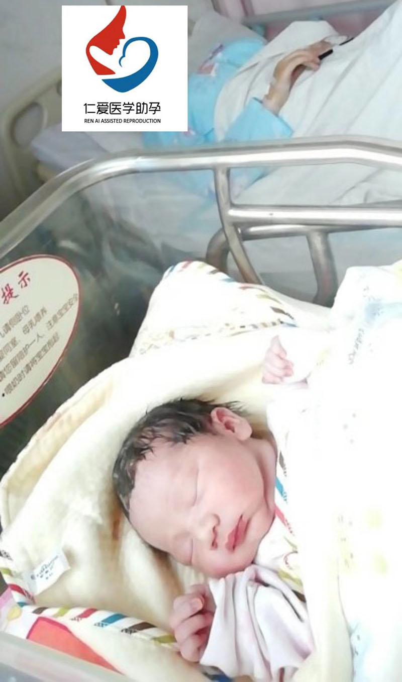 仁爱助孕-恭喜上海客户蒋姐夫妻精卵包生 父亲节出生的男宝宝
